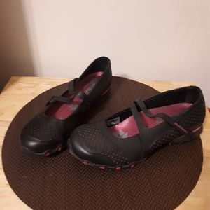 Sketchers Womens Pull On Shoes with Strap - size 8